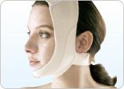 サポーターはフルフェイスタイプ。ドラッグストア等で販売している「むくみ対策マスク」でも代用できます。